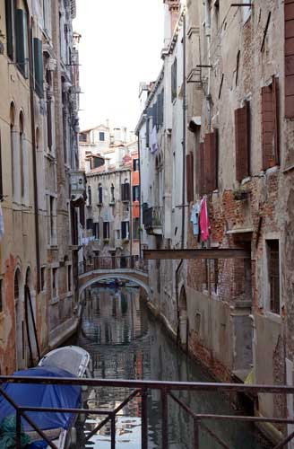 http://www.beachstreetstudios.com/artists/barby-almy/landscape/hanging-out-in-venice-by-barby-almy/